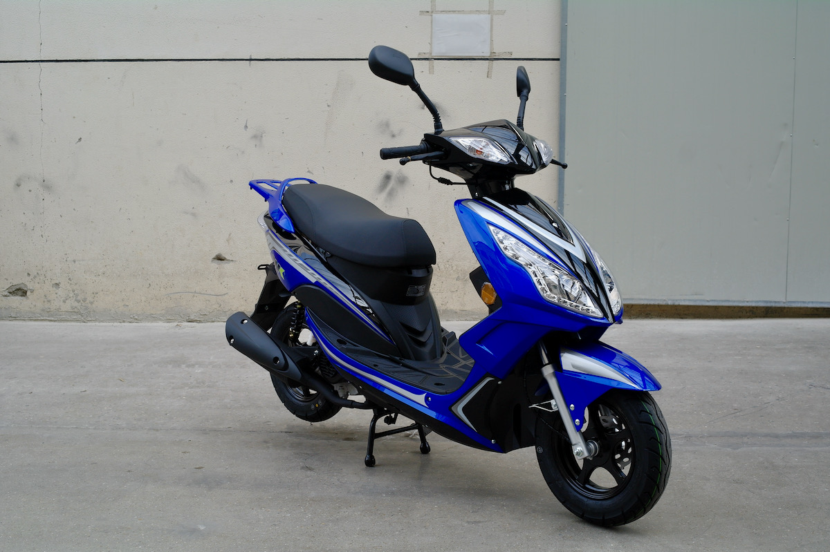 blue ttr 50 scooter