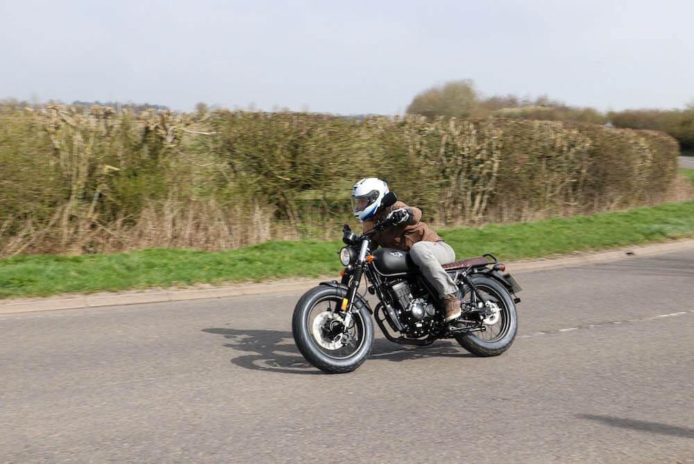 wk bikes scrambler 125 action